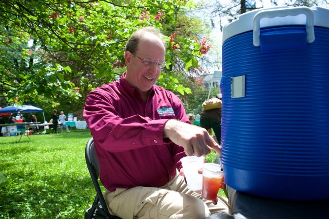 During Mt Airy Day West Mt Airy resident Ken Weinstein pours free ice tea he offers to promote one of his neighborhood businesses. (Bastiaan Slabbers for WHYY)