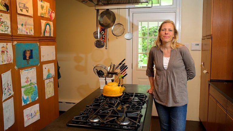 PhD candidate Neri de Kramer in her Mt. Airy home. (Bas Slabbers/for NewsWorks)