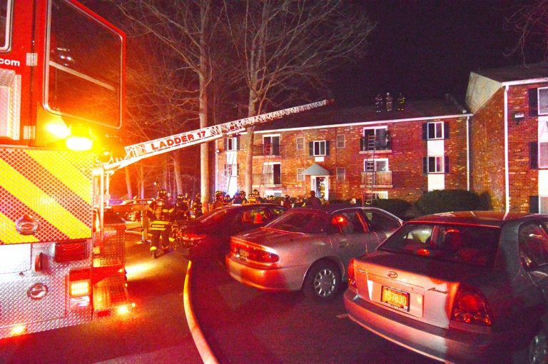 Foxwoods apartment fire displaces more than 15 residents. (John Jankowski for Newsworks)