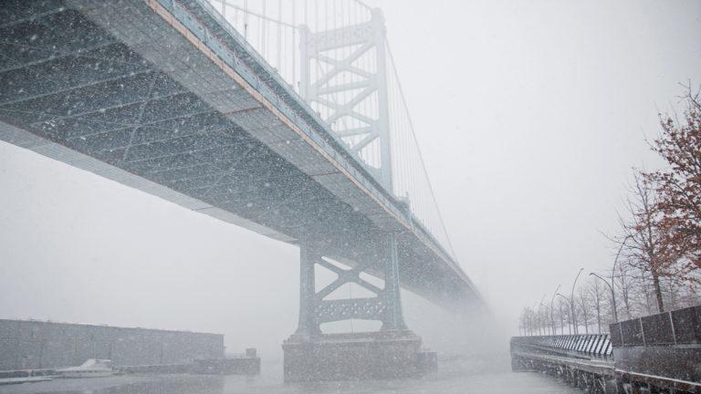 Wintry weather blankets the Benjamin Franklin Bridge and Race Street Pier in Philadelphia, March 5, 2015. Lindsay Lazarski/WHYY)