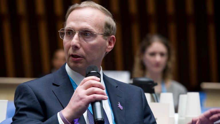 Michael Ellenbogen of Philadelphia speaks during an Alzheimer's Association event. Controversial comments have put him on the outs with the association and other groups, including the U.S. Department of Health and Human Services. (Image via Facebook)