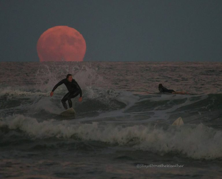 The moonrise as seen from Long Beach Island on October 15
