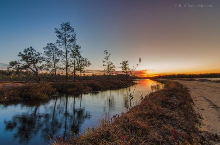 A recent Pinelands sunset in Whitesbog by JSHN contributor Beth Sawickie.