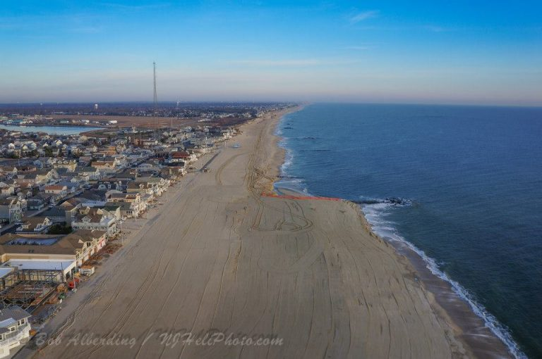 The pre- and post-restoration areas in Manasquan at sunrise on December 19, 2013. (Image: Bob Alberding/RCAP/Remote Control Aerial Photography)