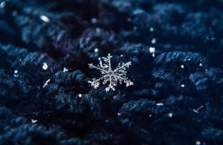 A single snowflake. (Photo: JSHN contributor John Entwistle)