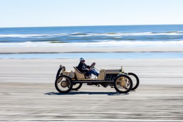 Competitors in the Race of Gentlemen speed their hot rods down the Wildwood beach. (Brad Larrison/for NewsWorks)