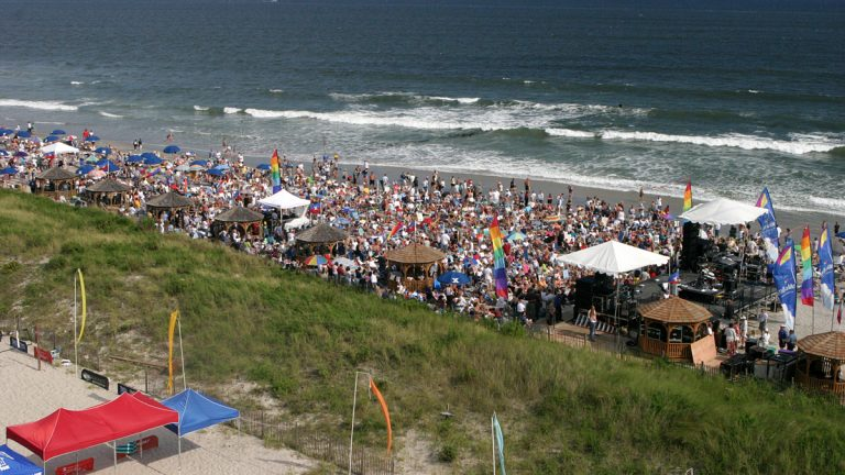 The crowd in Atlantic City before Blake Shelton's concert. (AP Photo/Atlantic City Convention & Visitors Authority)