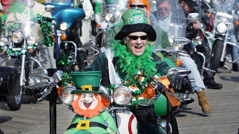 Sue Reynolds rides her motorcycle in Atlantic City's 2007 St. Patrick's Day parade (AP photo/Mel Evans)