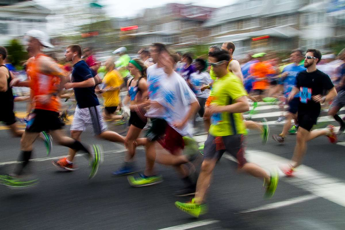 Runners make their way down North Broad Street during the 2014 Broad Street Run. (Brad Larrison/for NewsWorks)