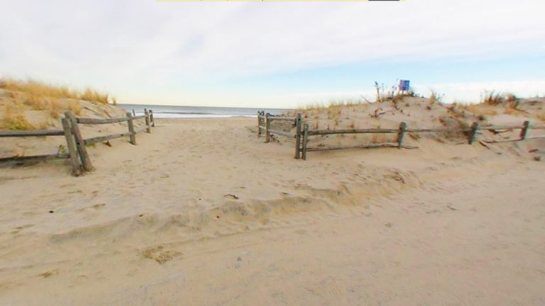 The ocean can be viewed between the dunes in Manasquan. (Image via Google Streetview Dec 2013)
