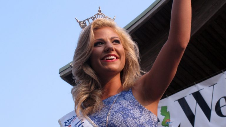 Miss Alabama Meg McGuffin waves to spectators at the traditional Miss America welcome ceremony on the Atlantic City Boardwalk on Tuesday, Sept. 1, 2015. (AP Photo/Wayne Parry)