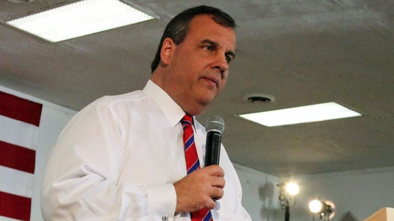 New Jersey Governor Chris Christie speaking with a group of supporters in New Hampshire on April 15