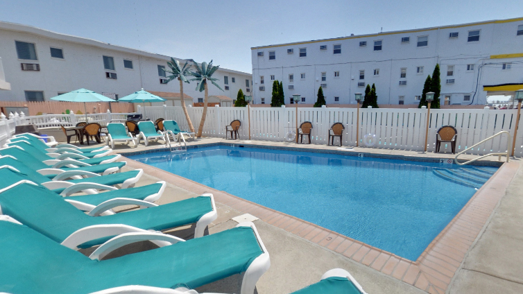 The swimming pool at Aztec Motel in Wildwood Crest. (Image via Google Maps)