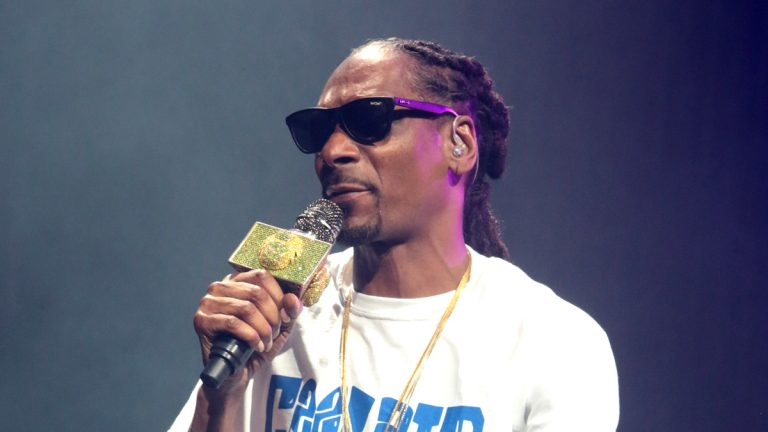Snoop Dogg performs in concert during his 'The High Road Tour' at the BB&T Pavilion on Friday