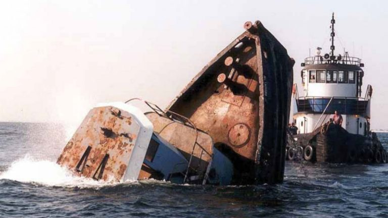 The sinking of Joan LaRie III on the Axel Carlson Reef in 2005. (Photo: New Jersey Division of Fish & Wildlife)