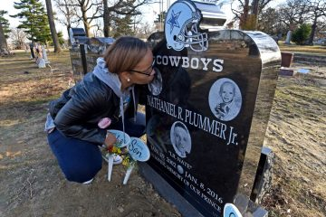 At Harleigh Cemetery, Taisha Mercado kisses the headstone of her murdered son, Nate Plummer, Jr., on January 13.  (April Saul / Newsworks)