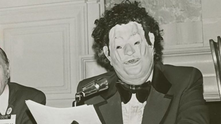 Dr. Anonymous at the American Psychiatric Association annual meeting in 1972. Photo by Kay Tobin