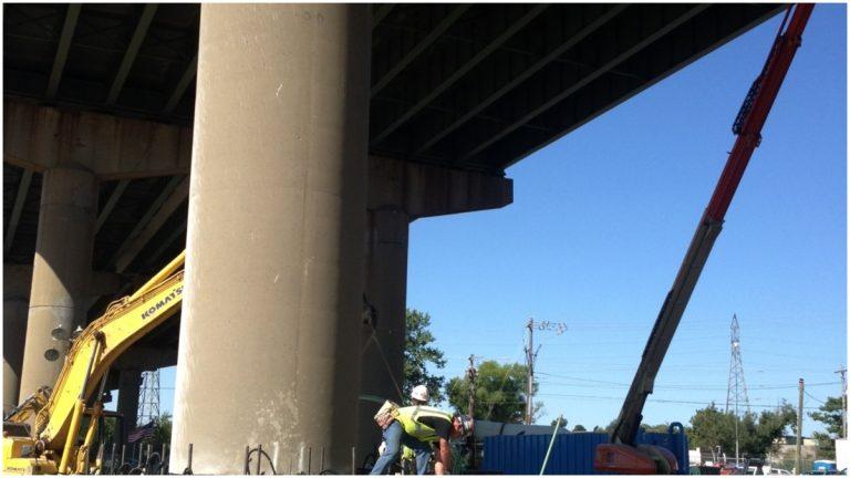 Construction crews work around the clock on I-495 bridge.(Nichelle Polston/WHYY)