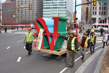 Workmen escort the statue onto 15th Street. (Emma Lee/WHYY)