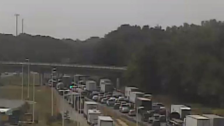 Traffic backups on SB I-95 near the service plaza due to an accident near Rt. 896. (photo via DelDOT traffic camera)
