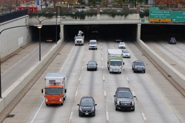Trucks and cars move northbound on Interstate 95 in Philadelphia.  (Lindsay Lazarski/WHYY)