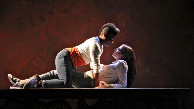 Jennifer Kidwell (Aicha) and Anna Zaida Szapiro (Kate) rehearse a love scene in A Knee That Can Bend. (Emma Lee/WHYY)