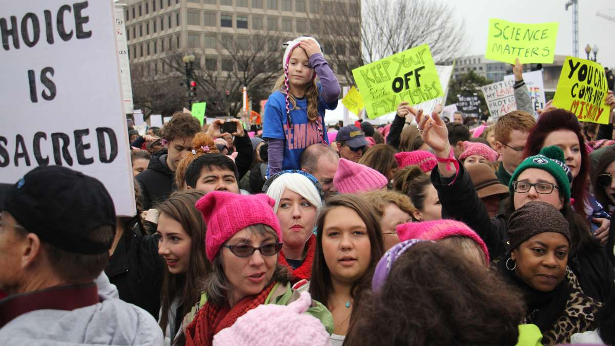 Marchers stand shoulder to shoulder on Independence Avenue during the Women's March on Washington. (Emma Lee/WHYY)