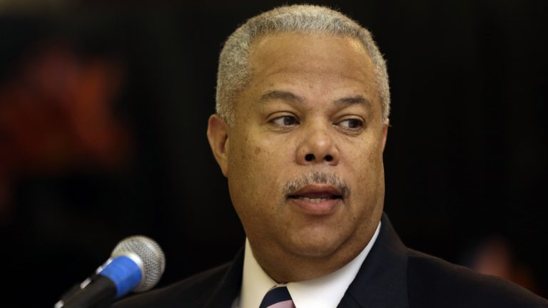 Philadelphia mayoral candidate  Anthony Williams lays out his plan for funding schools in Philadelphia. (Emma Lee/WHYY)