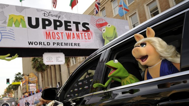 Kermit the Frog and Miss Piggy wave to the crowd as they arrive on the red carpet at the premiere of the film on Tuesday, March 11, 2014, in Los Angeles. (Photo by Chris Pizzello/Invision/AP)