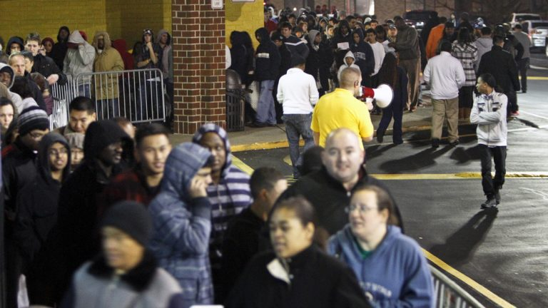 People wait in line late Thanksgiving night in 2012 for a Best Buy store in Northeast Philadelphia to open its doors at midnight. (AP file photo)