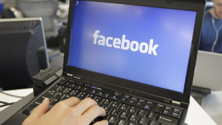 A New Jersey appeals court has ruled that paroled sex offenders can be barred from Facebook, LinkedIn and other online social networks. (Paul Sakuma/AP Photo, file)