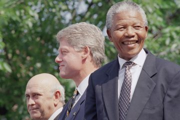 From left, F.W. de Klerk, President Bill Clinton, and Nelson Mandela appear at ceremonies honoring the two South African leaders with the Philadelphia Liberty Medal at Independence Hall in Philadelphia Sunday, July 4, 1993. (Greg Gibson/AP Photo)