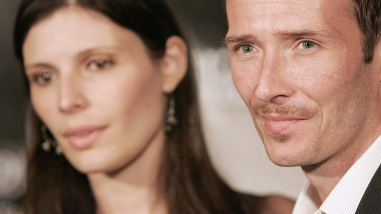 Singer Scott Weiland and his then wife, Mary Forsberg, pose on the red carpet during the William Rast Fashion Show at the Social Hollywood nightclub in Los Angeles, Calif. in 2006. (Dan Steinberg/AP Photo)