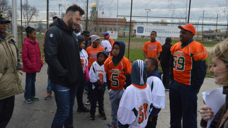 Eagles linebacker Connor Barwin talks with kids at the Smith Playground in South Philadelphia. His foundation helped bring about the $3 million project. (Tom MacDonald/WHYY)