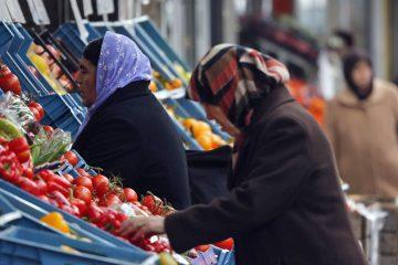 Women wearing head scarves buy fruit in a street in Duisburg, Germany. ( AP Photo/Frank Augstein)