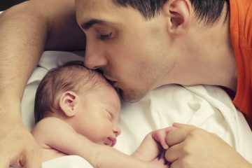 (<a href='http://www.bigstockphoto.com/image-81607592/stock-photo-loving-father-kissing-his-new-born-baby'>Big Stock</a>)