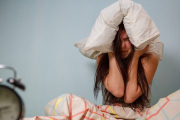 (logoff/<a href='http://www.bigstockphoto.com/image-122225891/stock-photo-woman-with-a-pillow-over-head'>Big Stock Photo</a>