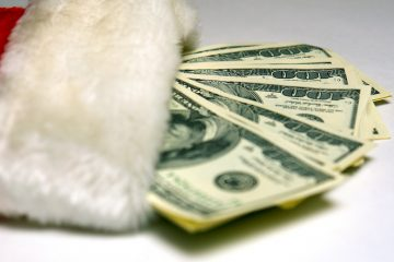 (<a href-='http://www.bigstockphoto.com/image-2481535/stock-photo-santa-cash'>SuzyM</a>/Big Stock Photo)