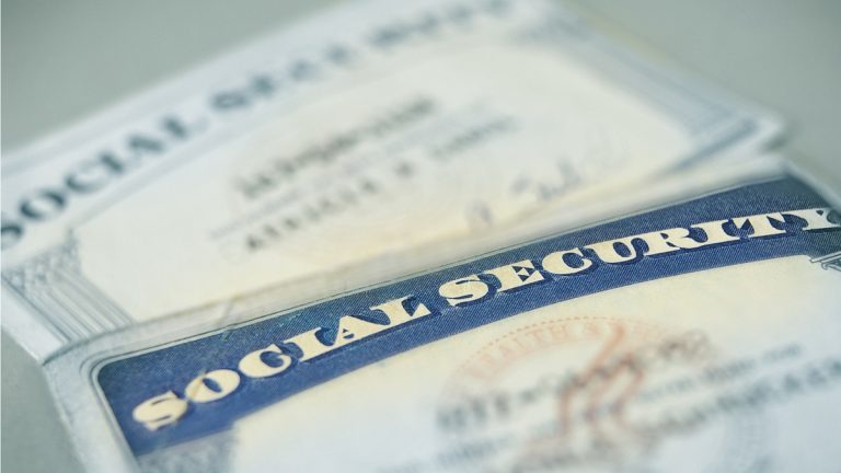 (<a href='http://www.bigstockphoto.com/image-28216202/stock-photo-social-security'>Big Stock</a>)