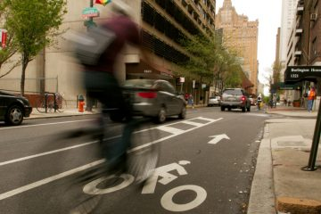 A cyclist heads west on Spruce Street toward Broad Street in Center City Philadelphia. (Nathaniel Hamilton/for NewsWorks)