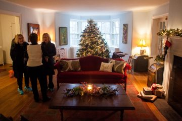 The living room in the Earle Residence on Lincoln Drive in Chestnut Hill. (Brad Larrison/for NewsWorks)
