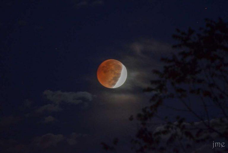 (Photo: 2014 lunar eclipse by John Entwistle Photography)