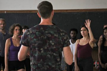 Dancer and choreographer Boris Charmatz directs a workshop for 24 professional dancers selected to perform in his ''Levée des conflits'' (Suspension of conflicts) in the 2016 Fringe Festival. (Emma Lee/WHYY)