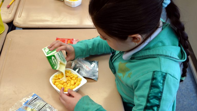 Students participate in After the Bell breakfast program in Lindenwold, N.J. (Image courtesy of N.J.  Department of Agriculture)