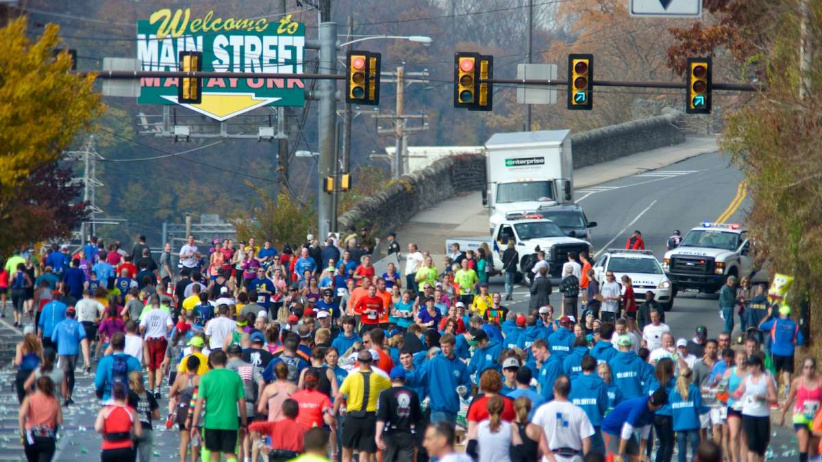 A scene from last year's Philadelphia Marathon as runners enter and leave Manayunk. (Bas Slabbers/for NewsWorks, file)