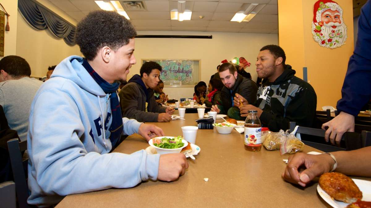 Covenant House teens received gift cards and a holiday meal on Tuesday. (Bas Slabbers/for NewsWorks)