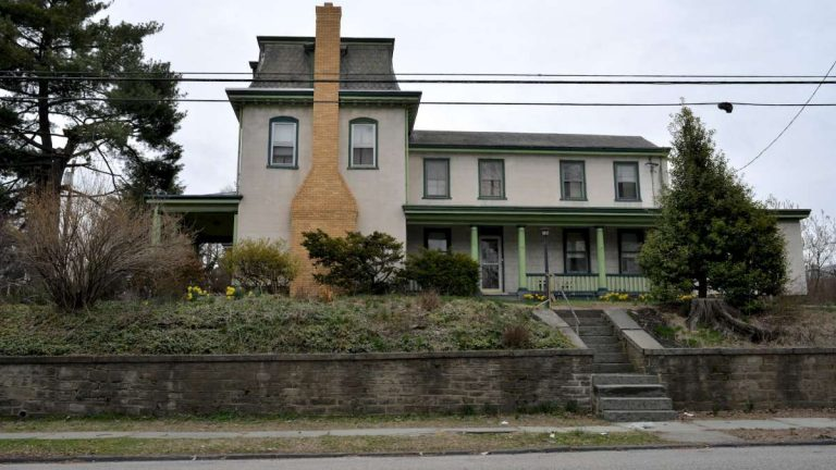 Called the 'Benjamin Kenworthy House,' 365 Green Lane sits back from the road at the top of the hill above Manayunk Avenue. (Bas Slabbers/for NewsWorks, file)