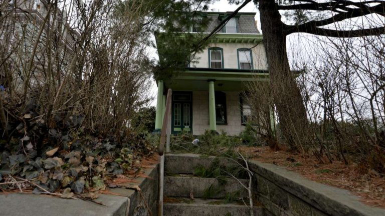 The Benjamin Kenworthy House at 365 Green Lane in Roxborough. (Bas Slabbers/for NewsWorks)