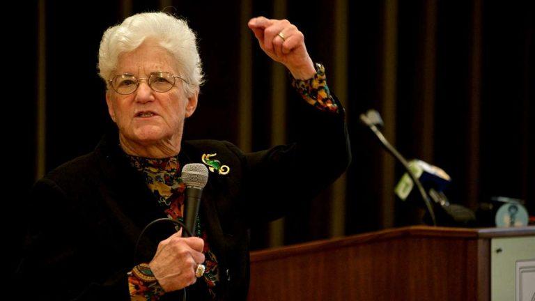 Lynne Abraham speaks at the Presbyterian Church of Chestnut Hill on Thursday. (Bas Slabbers/for NewsWorks)