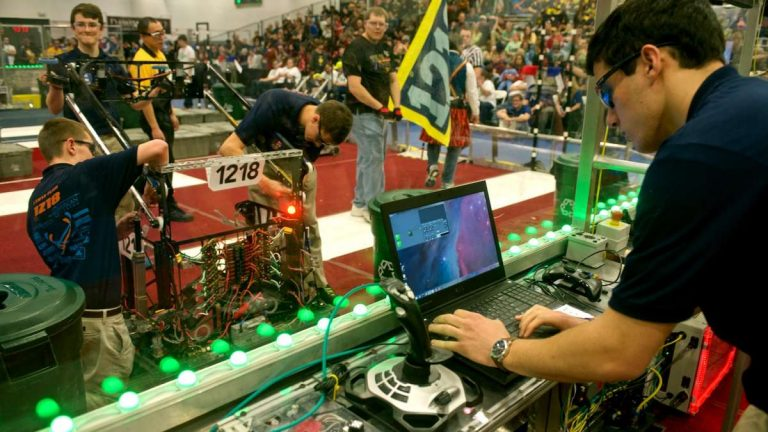 Springside Chestnut Hill Academy students at the FIRST robotics competition. (Bas Slabbers/for NewsWorks)